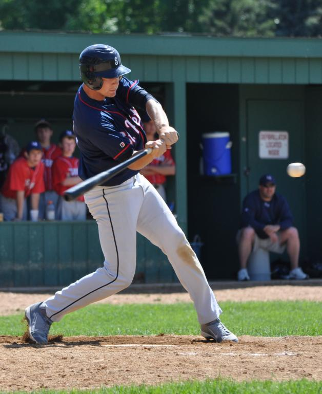 Bats remain lively, town team stomps Le Sueur 10-2